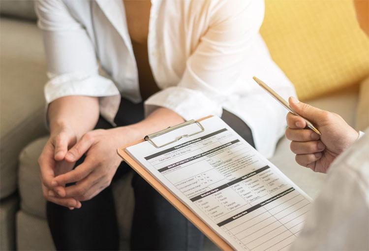 ¿Cuándo una mujer debe visitar al urólogo?